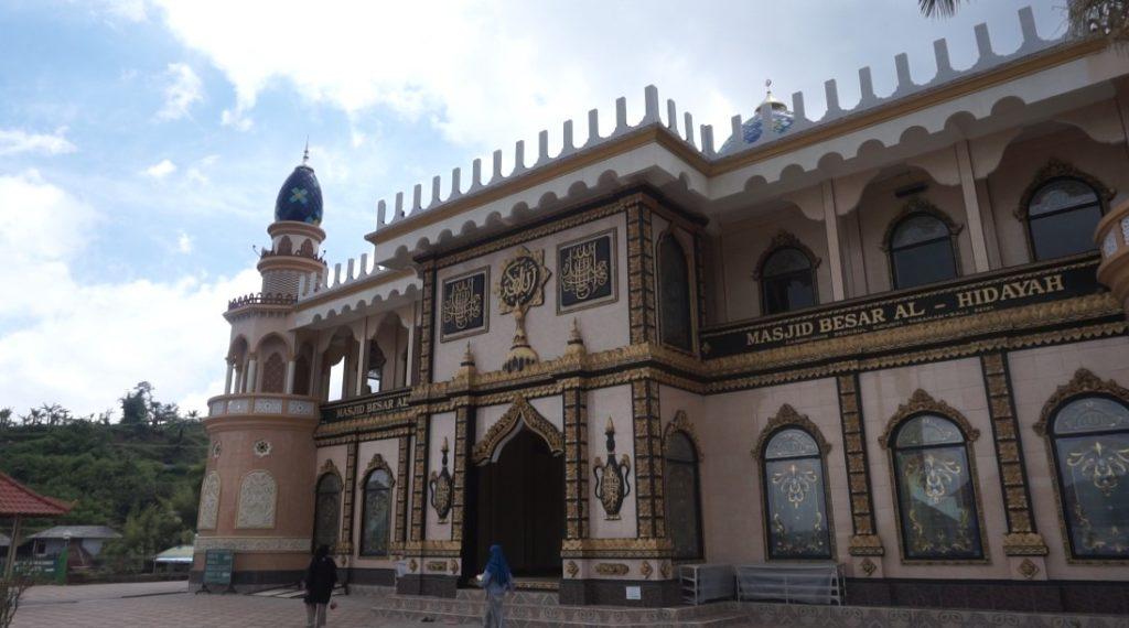 masjid besar al hidayah danau beratan