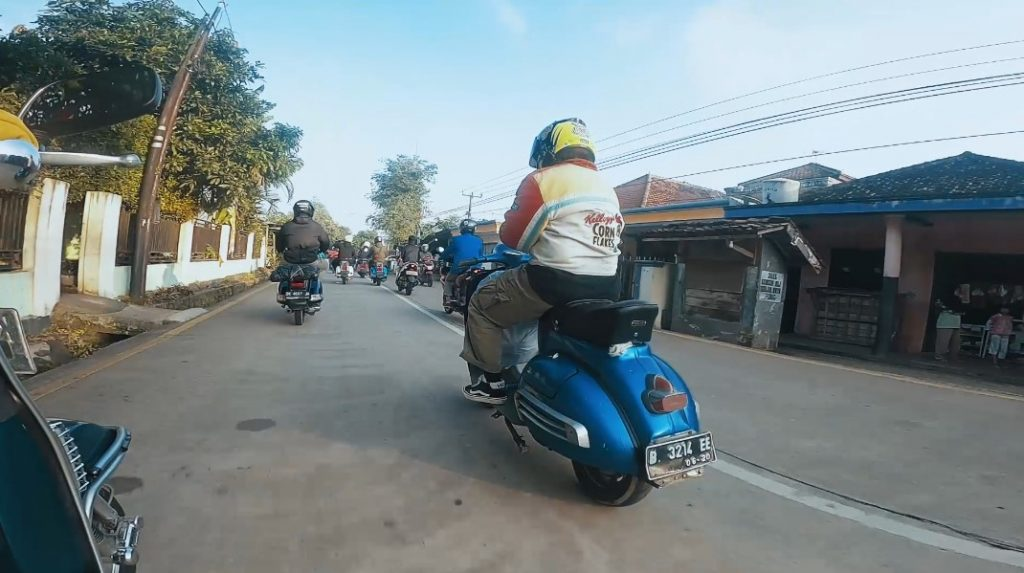 touring vespa anyer